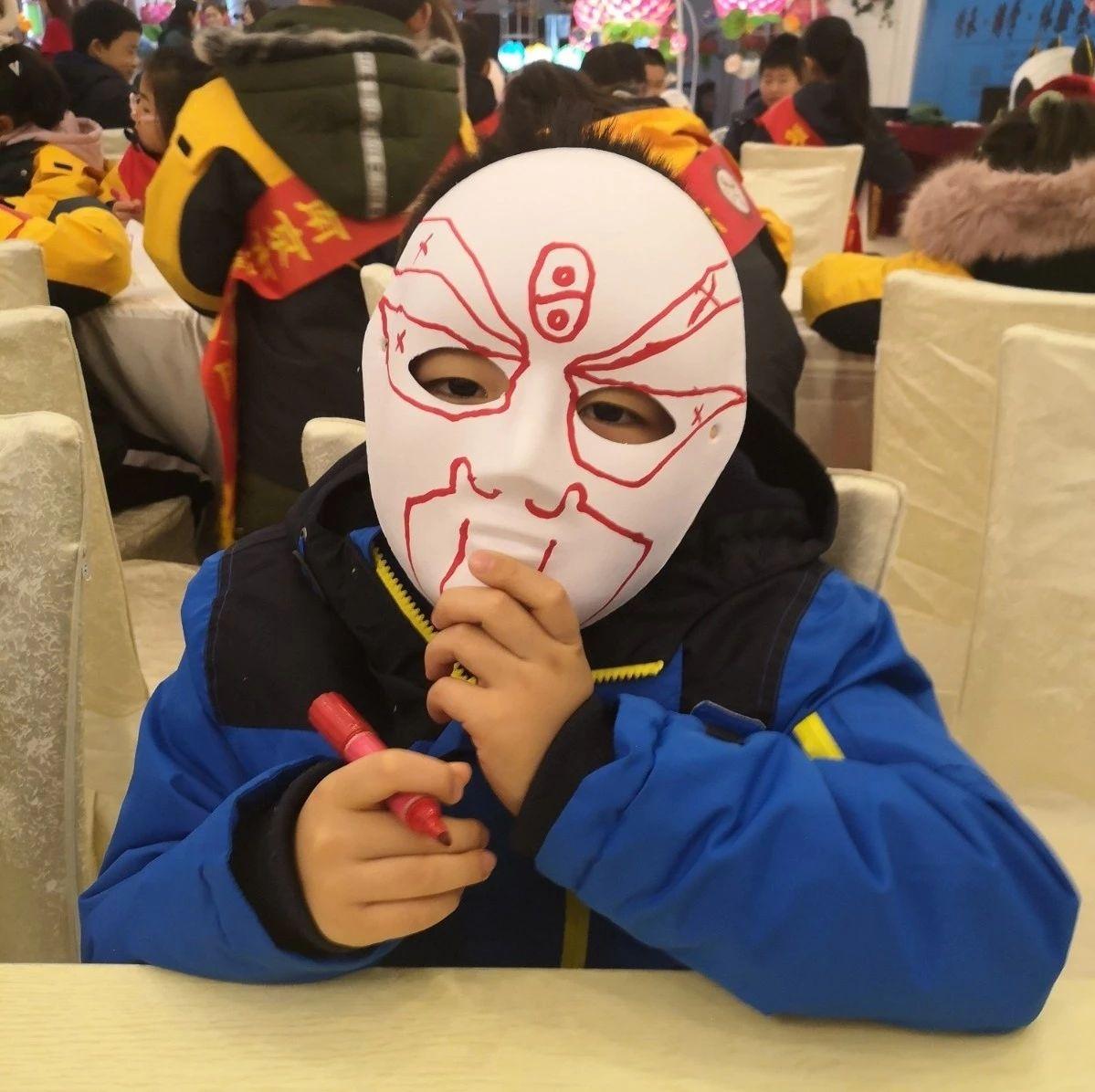 【雏鹰新闻报道】小雏鹰画脸谱 跟着非遗传人颜蕾老师拜师学艺