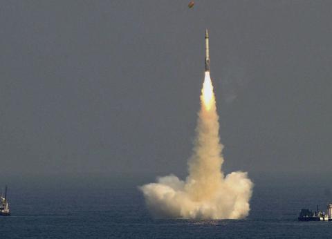 """一枚导弹升空,印度踏进""""大国俱乐部""""!莫迪:前所未有的壮举"""