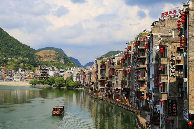 贵州荔波古城,人间仙境!峡谷,峡谷,梯田和迷人的景色尽收眼底