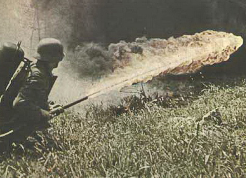 当年纳粹老兵自制喷火器在学校杀害10人!疯狂报复只因医患纠纷