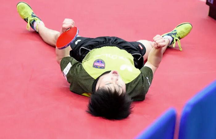 乒乓球即时比分:决胜局4-0领先被11-9绝杀!张本智和含泪自责
