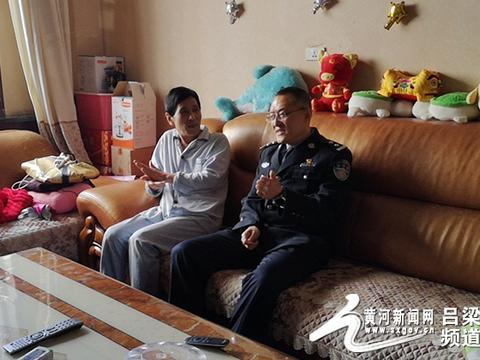 中阳县交警大队长冯峥嵘春节前夕慰问退休老干部