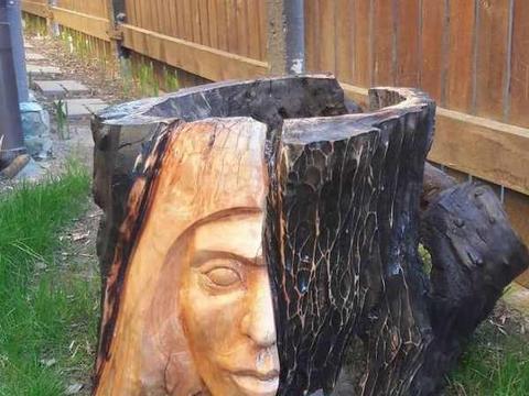 """艺术大师将""""烂木头""""雕刻成精品,网友却表示看不懂,你能解释吗"""