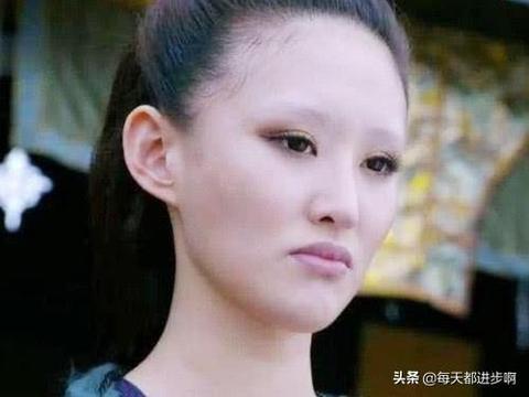 """有种""""整容""""叫《花千骨》绿鞘,当她画上眉毛,美到高攀不起"""