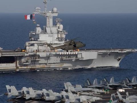 随时动手?北约旗舰将不顾一切强闯海峡,用核航母武力威慑伊朗