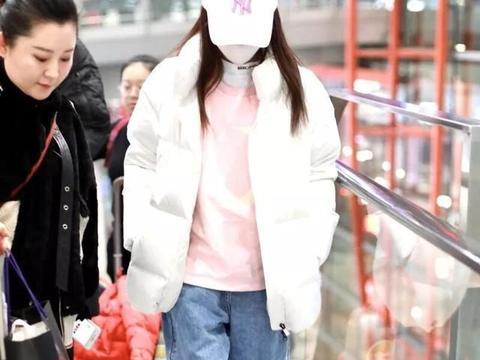李小璐离婚后越来越少女,一身嘻哈范酷劲十足!