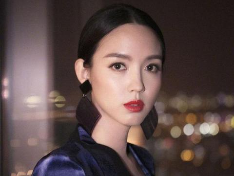 """""""世界小姐""""张梓琳35岁还这么精致纤瘦,粉丝们发自灵魂的羡慕。"""