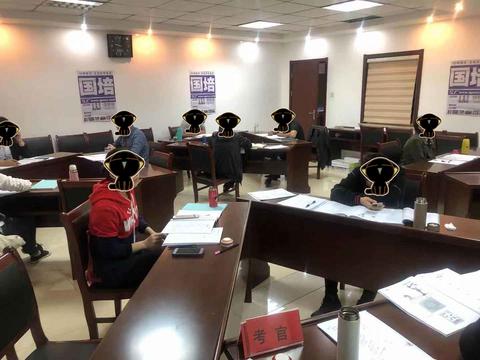 国培教育—2020上海公务员面试模拟题:你的专业能力受质疑怎么办