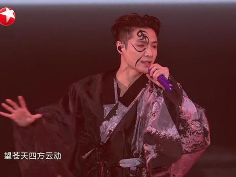 跨年演唱会 张艺兴虞姬妆容太惊艳,与肖战同台全程无眼神交流