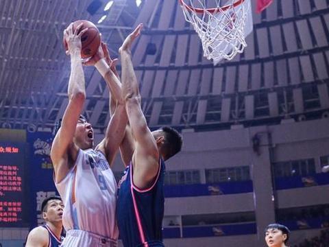 13连胜!广东男篮双杀新疆男篮,范子铭高光26+12,易建联17+11