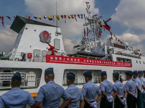 中国海警船抵达菲律宾,战力不输护卫舰,菲网友:卖给我们做军舰