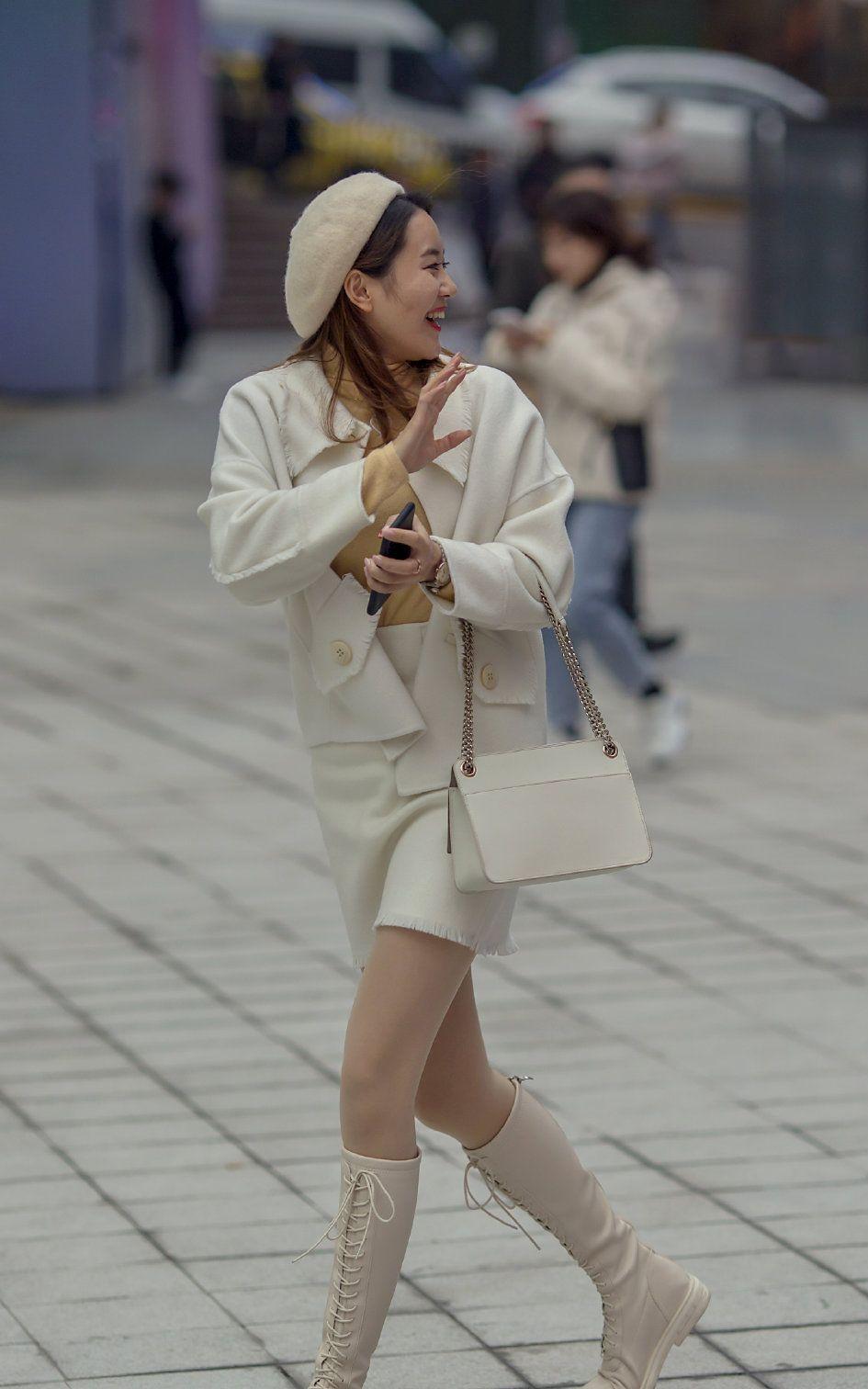 美女选择肉色丝袜,还原皮肤颜色,展现自然流畅的腿部线条