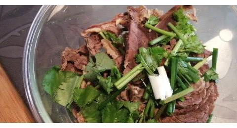 你的年夜饭有凉拌菜吗,分享我家凉拌牛肉的做法,简单却又好吃
