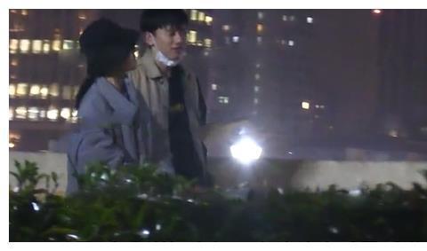 张杰回应与谢娜餐厅拥吻被拍:夫妻私下正常互动