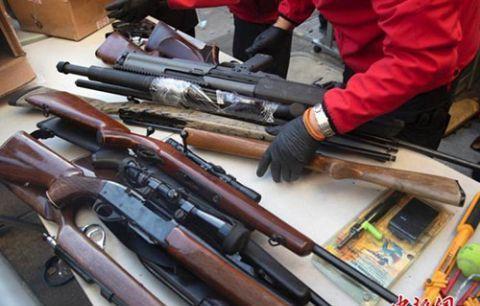 不满枪支遭管控 美弗吉尼亚州数千拥枪者集会抗议