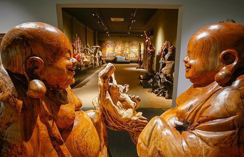 老挝神秘神木博物馆,踏入国宾礼遇才能进的楼层,相机竟拍到没电
