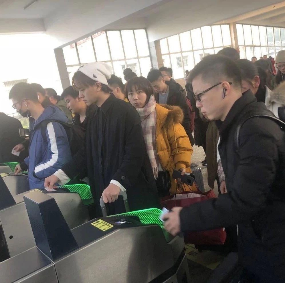益阳火车站迎客流高峰,开行临客6对,余票较为充足