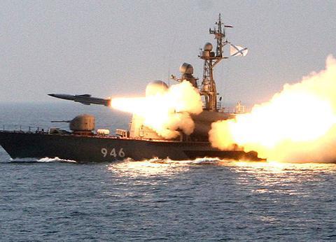 1月21日午夜,俄舰在阿拉伯海猛烈开火,日舰机不甘示弱发射导弹