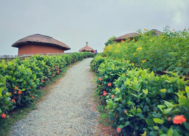 """泰国最浪漫的地方,五彩斑斓如童话世界,被称为""""泰国瑞士"""""""