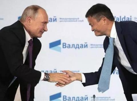 马云与各国领导人握手都用单手,唯独跟她用了双手,这就是马云