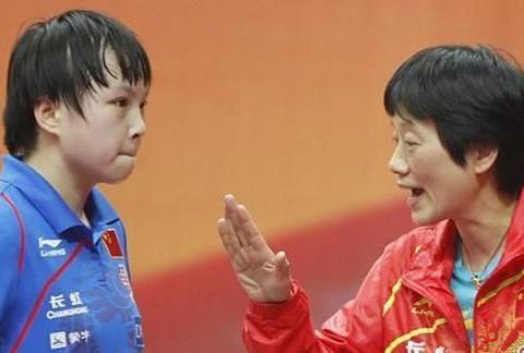 国乒教练年近60仍单身,执教27年被迫离队,王楠一家为其抱不平