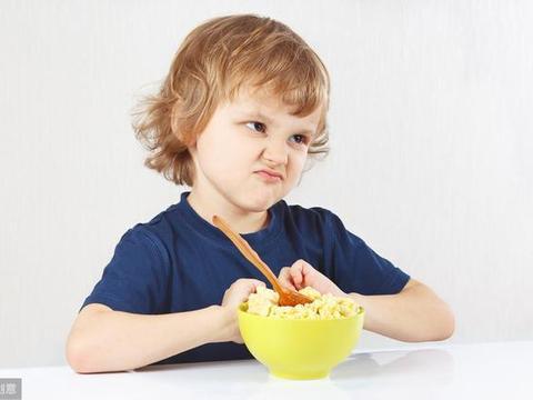 孩子自己吃饭的重要性,有什么理由不让奶奶爷爷知道