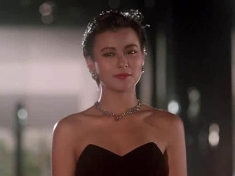 她是香港小姐亚军,二婚嫁入豪门,如今56岁成人生赢家!
