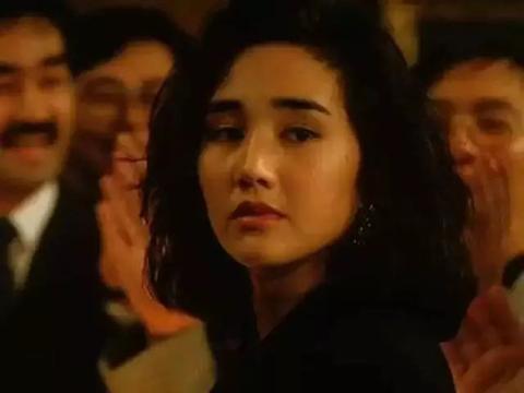 香港性感女神56岁老成奶奶,面黄皱纹多,16岁女儿遗传年轻时美貌