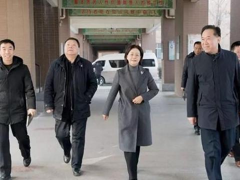 张荷红局长看望慰问邯郸市一中老师!并与部分高三教师进行座谈