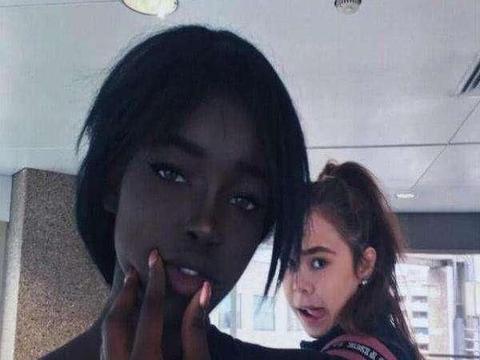 """""""最美黑人女孩""""走红,因颜值太高无法独自出门"""