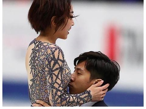 花滑女神被冰上告白,赛场上被偷吻腹部走红,直言和搭档父女关系