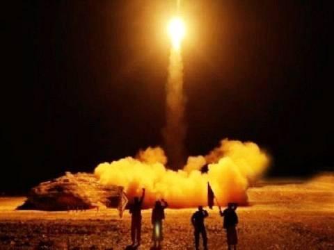 傍晚时分 一枚胡塞武装的导弹突然击中一处军营 美军盟友死伤惨重