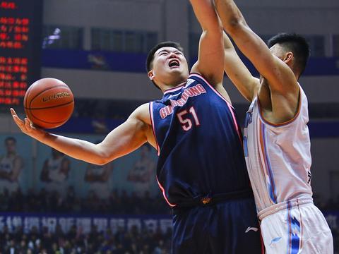 杜锋赛季第二次停赛广东队没让人失望,双杀新疆仍不可大意