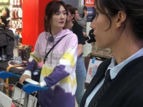 妻子2出国拍节目:谢娜被众人围观,袁咏仪低调现身,差别太大!
