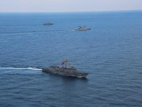 土耳其增兵利比亚引法国不满,西北风级两栖攻击舰抵达地中海戒备