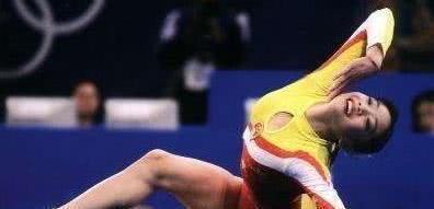 体操女神退役播音,与杨威因病生情,一度入好莱坞,35岁颜值不老