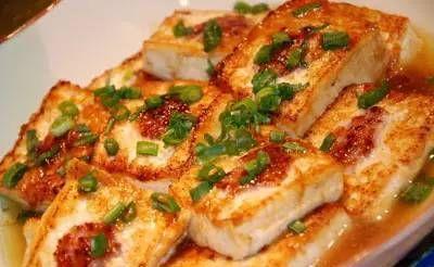 年夜饭菜谱:凉拌辣茄条,鱼香豆腐,红烧冬瓜,干炸小黄鱼