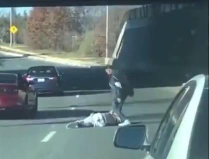 惨不忍睹!德隆蒂-韦斯特公路上遭人摁地暴打&踩头
