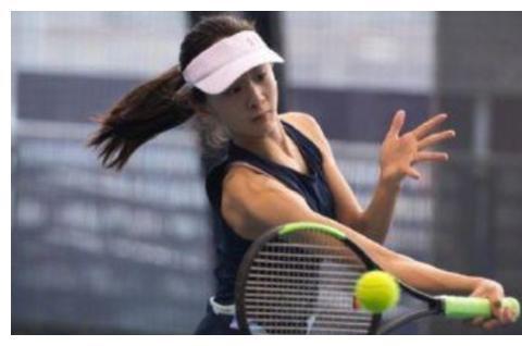 森碟与体育巨星打网球,手臂线条超完美,身高直逼爸爸田亮