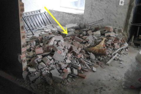 自建房剩半车旧砖块,在院子里砌2个花坛,不到半天功夫就完工了