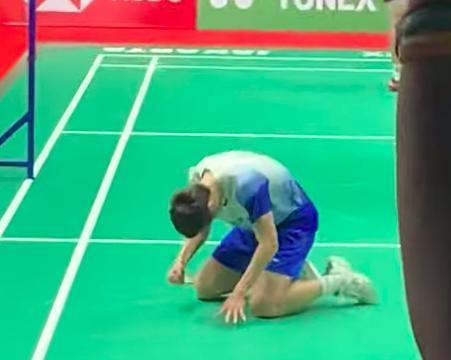 27-29先输一局却翻盘绝杀!世界冠军石宇奇跪地怒吼,对手哭了