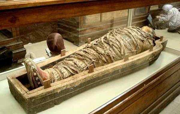 专家发现2500年前木乃伊,肚子里传出怪响?解剖后发现不简单
