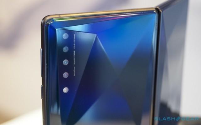 TCL折叠屏手机公布,这颜值你给几分?