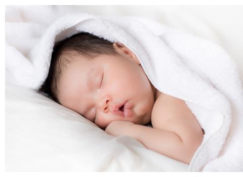 章子怡二胎生子,大女儿醒醒和老公汪峰在身边陪伴,一家人超幸福