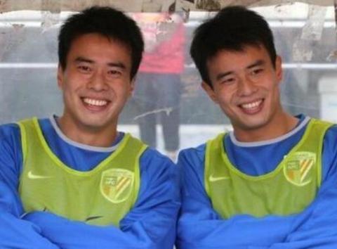 中国足坛最强双胞胎!弟弟曾是当红国脚,哥哥接班徐根宝搞青训