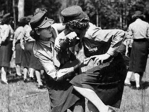 二战苏联80万女兵为何穿裙子上战场?是为了吸引目光吗?