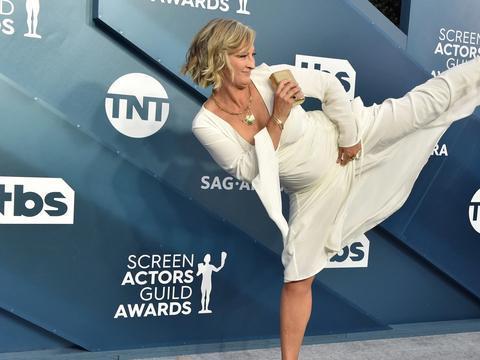 谁是在美国演员工会奖颁奖典礼上表演高踢腿的传奇女人?