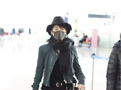 王子文机场太帅气,一身皮衣走机场,机车造型太时尚