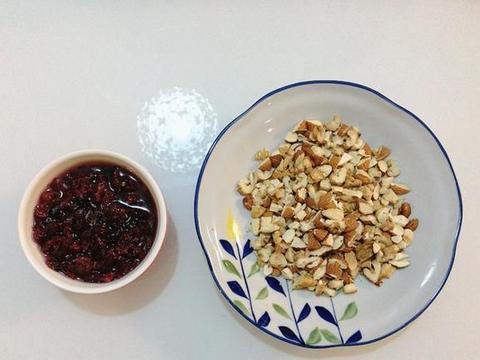 低糖油、无添加的全麦黑芝麻果仁大列巴在家轻松做,好吃又实惠