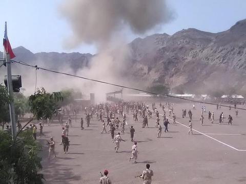 伊朗导弹再次发威:从天而将落入人群